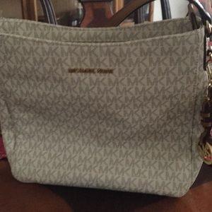 Beautiful name brand Micheal Kors shoulder bag